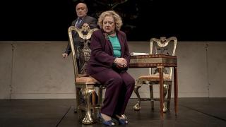escena-los-caciques-teatro-2