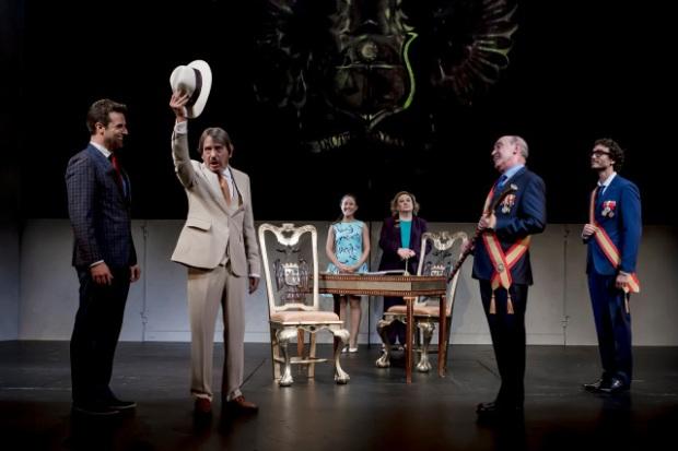 escena-los-caciques-teatro-4