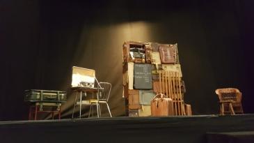 Escenario Teatro Lara Una mujer desnuda y en lo oscuro